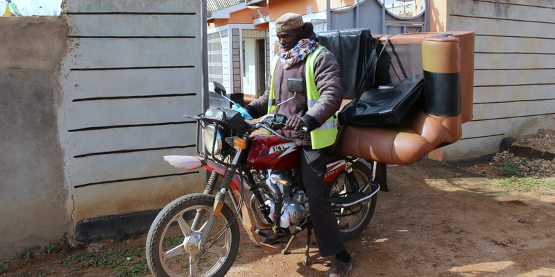 ヤギもソファーもお手の物。なんでも運ぶケニアの宅配事情。